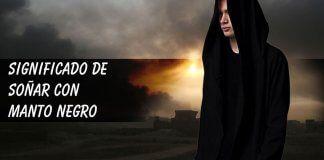 Soñar con manto o capa negra